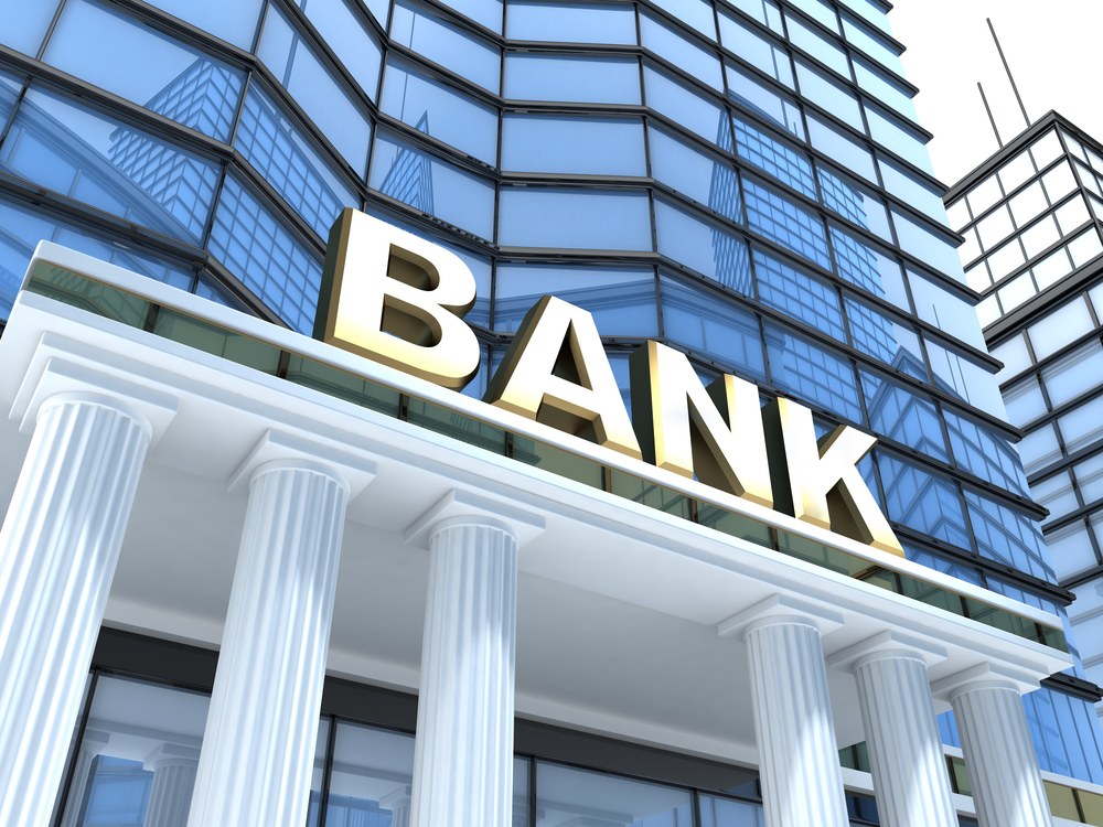 traditional bank advantages